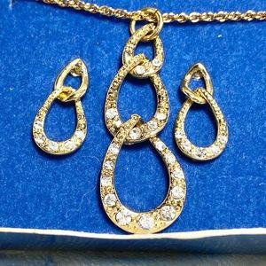 Vintage Avon sparkling link pendant necklace set
